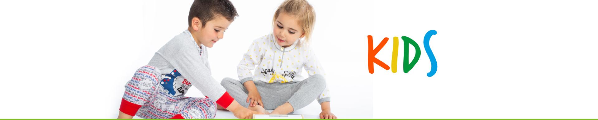 Niños en pijama